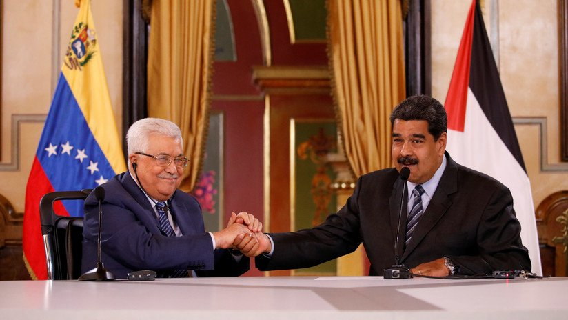 Venezuelan President and Palestinian President shake hands during a press release announcing the creation of a binational fund in Petro Credit: Carlos Garcia Rawlins / Reuters