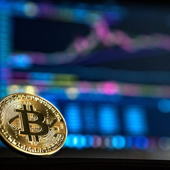 Bitcoin (BTC) Falls To $6900 In Market Drop, Analysts Call For Lower Prices 14