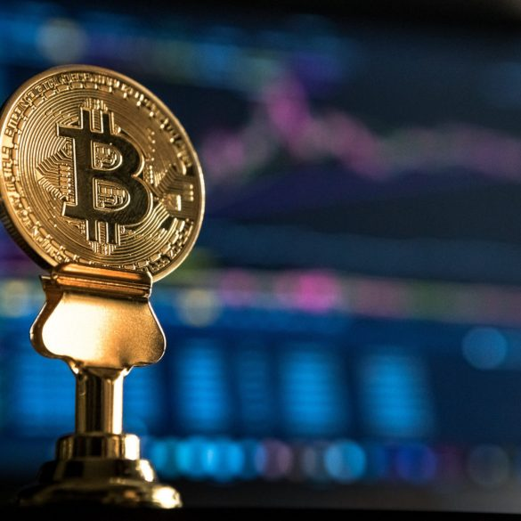 "Bitcoin ""Isn't Boring"": Bloomberg Analyst Makes $1,500 BTC Call 14"
