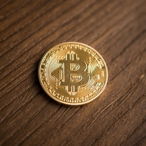 Fundstrat Analyst: Don't Buy Bitcoin (BTC) Just Yet, Be Patient 15