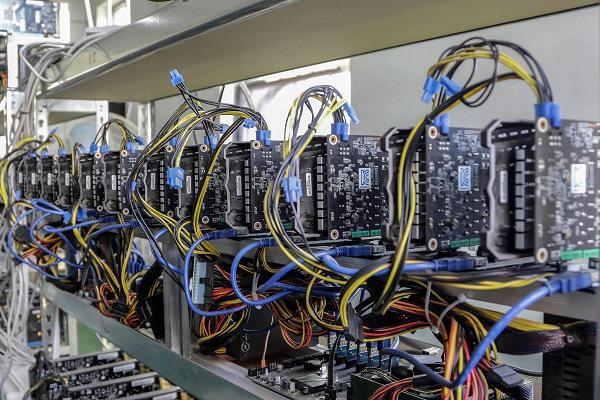 Bitcoin Miner Giga Watt Files for Bankruptcy Amidst Price Crash 14