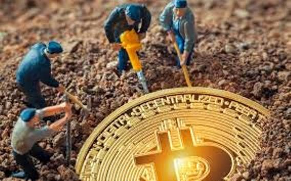 Mining Bitcoin Forks Has Become More Profitable Than BTC Itself, Miners Pulling Out 18