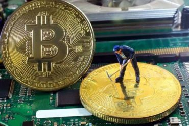 Bitcoin's Mining Fees Mirror Rocketing Price Surge as Miners Cash in 15