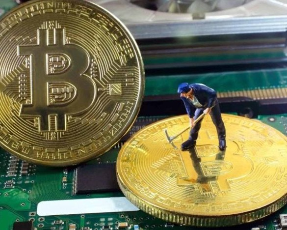 Bitcoin's Mining Fees Mirror Rocketing Price Surge as Miners Cash in 16