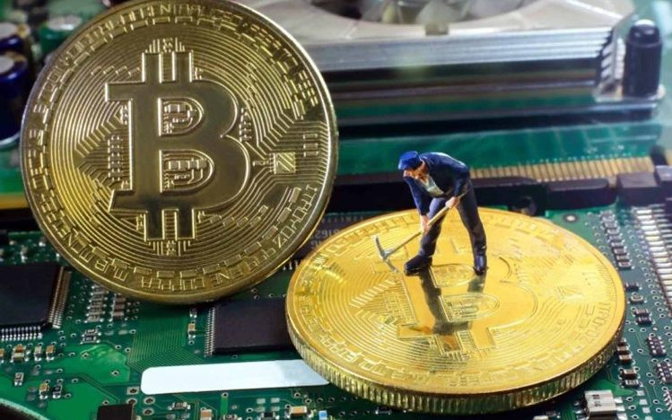 Bitcoin (BTC) Mining Difficulty Is Decreasing But Miners Are Switching Off – What's Going On? 13
