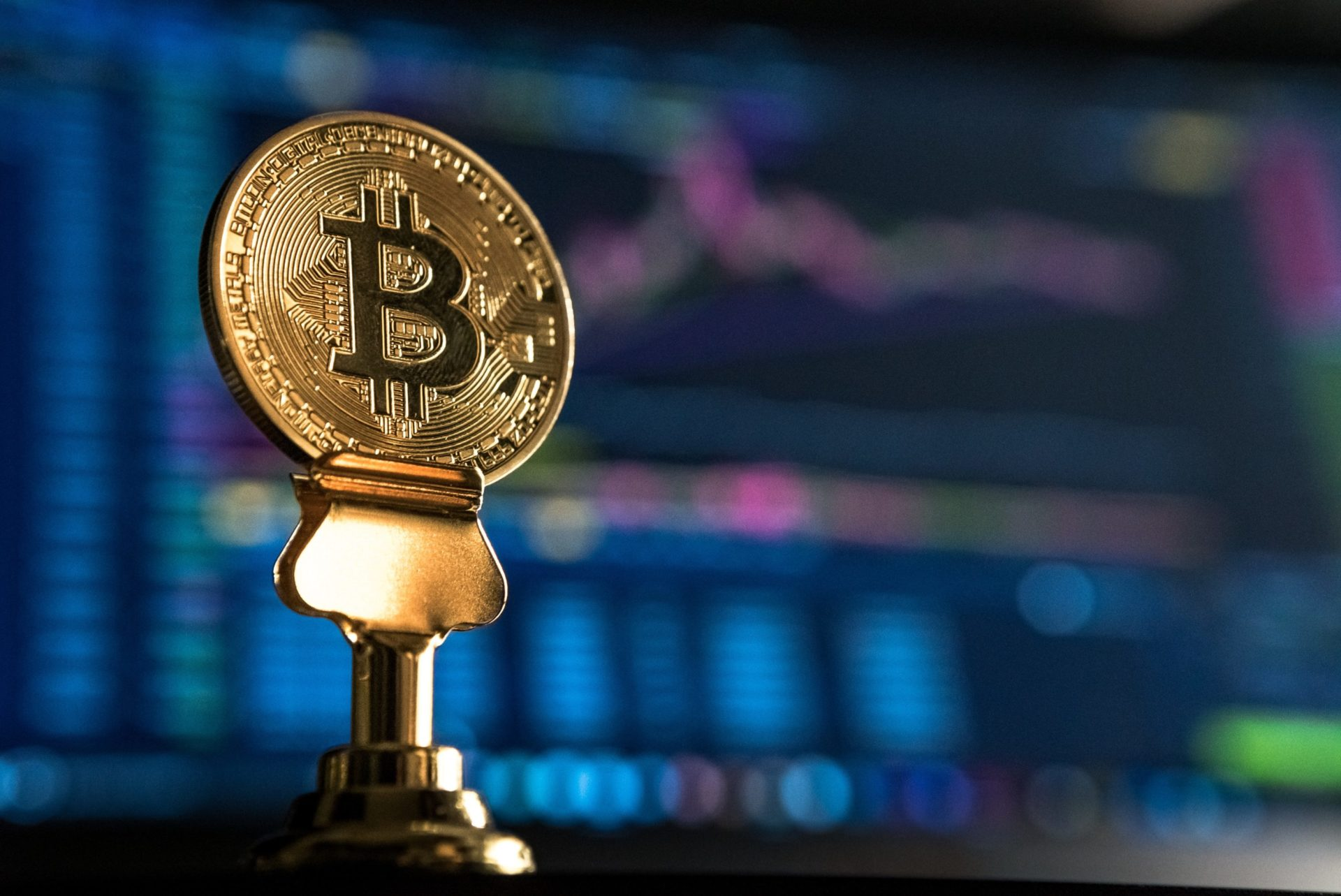 Breaking: Bitcoin (BTC) Breaks Past $4,700 Out Of Nowhere 13