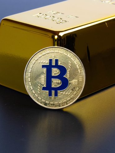 Bitcoin (BTC) Price Diverges From Gold Again as Correlation Grows 15
